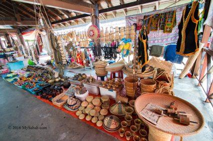Handicraft stall of Stanis in Tamu (open market) of Donggongon town