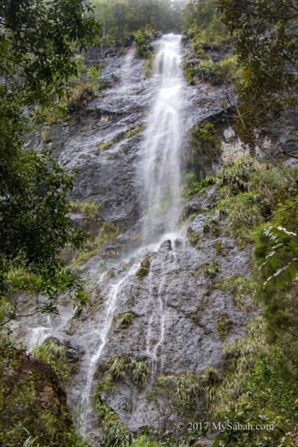 Big waterfall next to Gazebo No.5: Pondok Aru