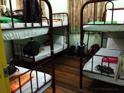 Bunk beds in Asrama Kanarom Hostel