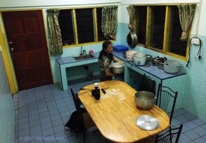 Kitchen of Asrama Kanarom Hostel
