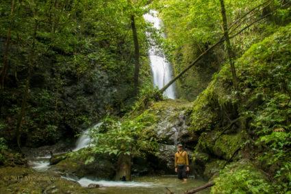 Misumpak Waterfall and its pond
