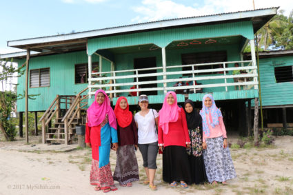 Group photo with the shy and friendly village girls