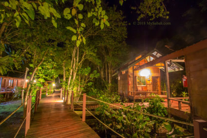 Nature Lodge Kinabatangan at night