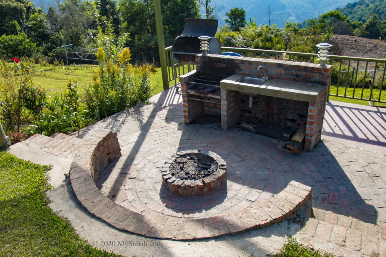 BBQ pit in Hounon Ridge