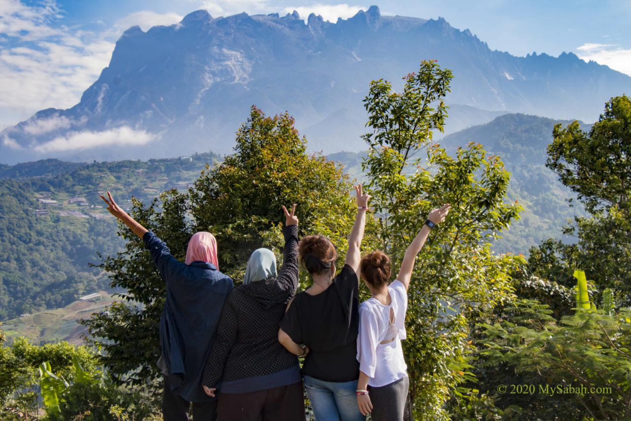 Group photo with Mount Kinabalu