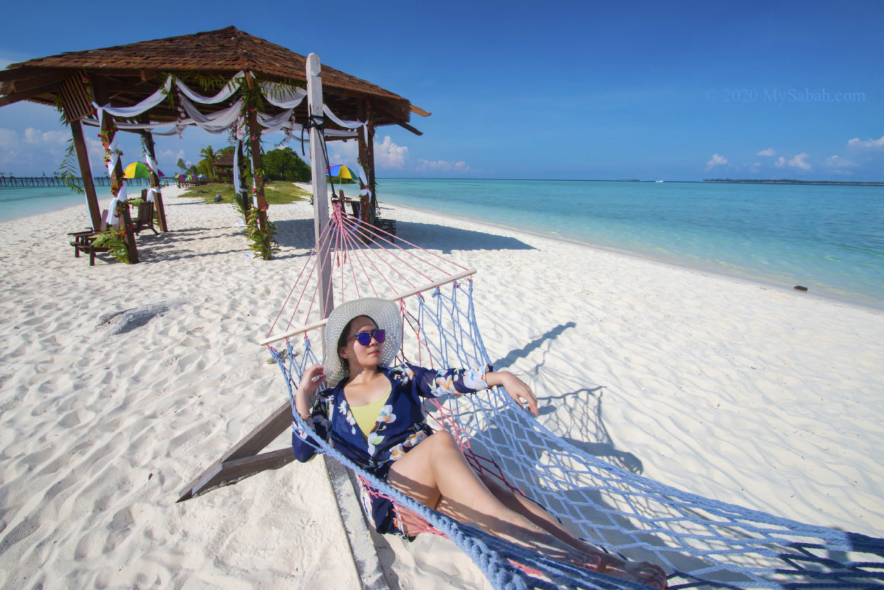 Laying on the hammock of Pulau Timba-Timba